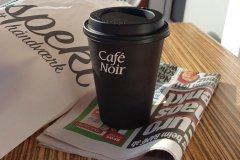 Das übliche Frühstück, nach vielen Tagen mit Tageszeitung.The usual breakfast, after a ncouple of days with newspaper.