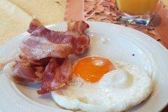 Nichts ersetzt ein gutes Frühstück! / Thereś no substitute for a good breakfast.