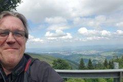 Ich sitze mit dem R%ücken zur Aussicht. Nur ein Selfie hilft. / The view is in my back, but a selfie helps....