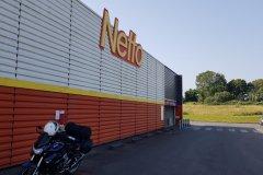 ....in einem Netto./Ist's a Netto, a well known german Brand.