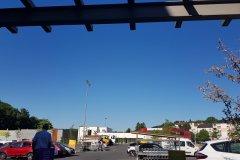 Und wieder ein heißer Tag unter wolkenlosem Himmel. / Again, a hot, sunny day under a clear, blue sky.