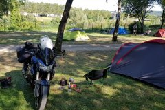 Mein Setup für heute Nacht. Campingplatz in der Stadt, aber an der Mosel. / My setup for tonight. A campground in the city, at the river Mosel.